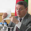 French Ambassador to Belarus Stephan Chmelewsky has used a euro visa to explain the difference between the current visa and the new one [Press for large view]
