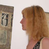 Посетители выставки наслаждались картинами выполненными в необычном стиле  [Нажмите для увеличения]