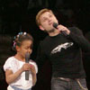 Alexey Khlystov sang with a little girl in duet.[Press for large view]