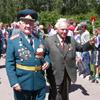 Школьники встречали ветеранов цветами[Нажмите для увеличения]